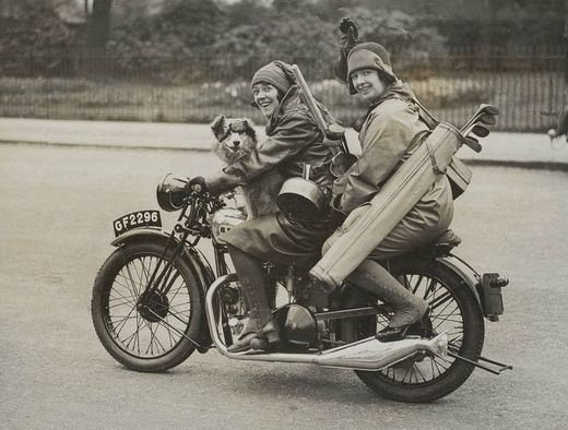 7ef29886f967f27e5f9206abd2902614--women-riders-old-motorcycles.jpg